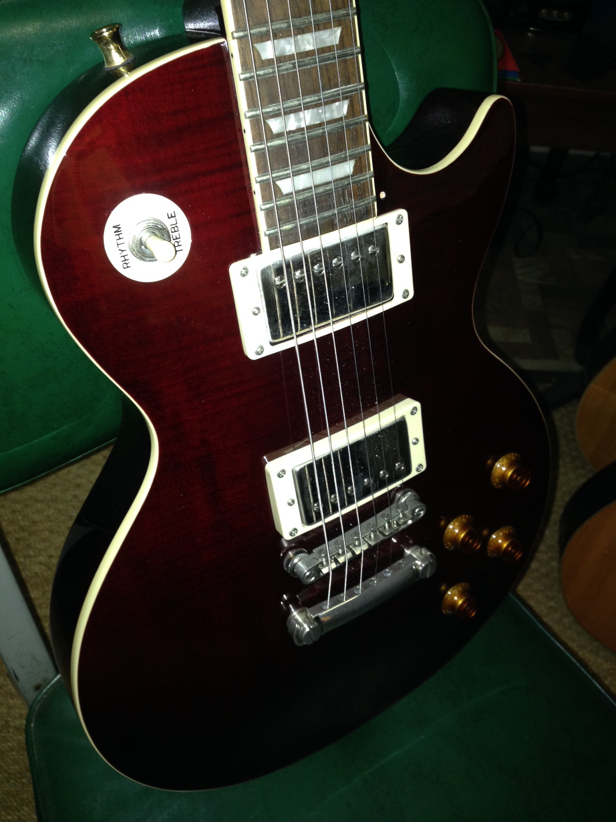 EPIPHONE Les Paul Junior bolt neck Electric Guitar. This could use some  detailed cleaning but in overall nice w/electronics sounding great &  working well.